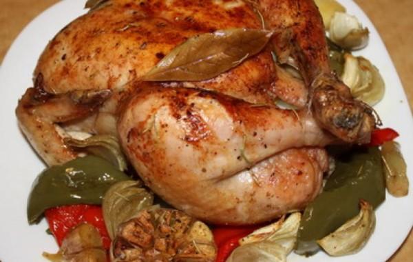 Курица, запеченная в духовке с хрустящей корочкой с зеленью и чесноком