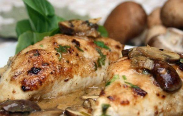 Куриная грудка с грибами в сливочном соусе