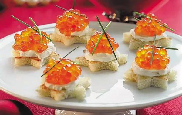 Бутерброды с красной икрой «Новогодние звезды»